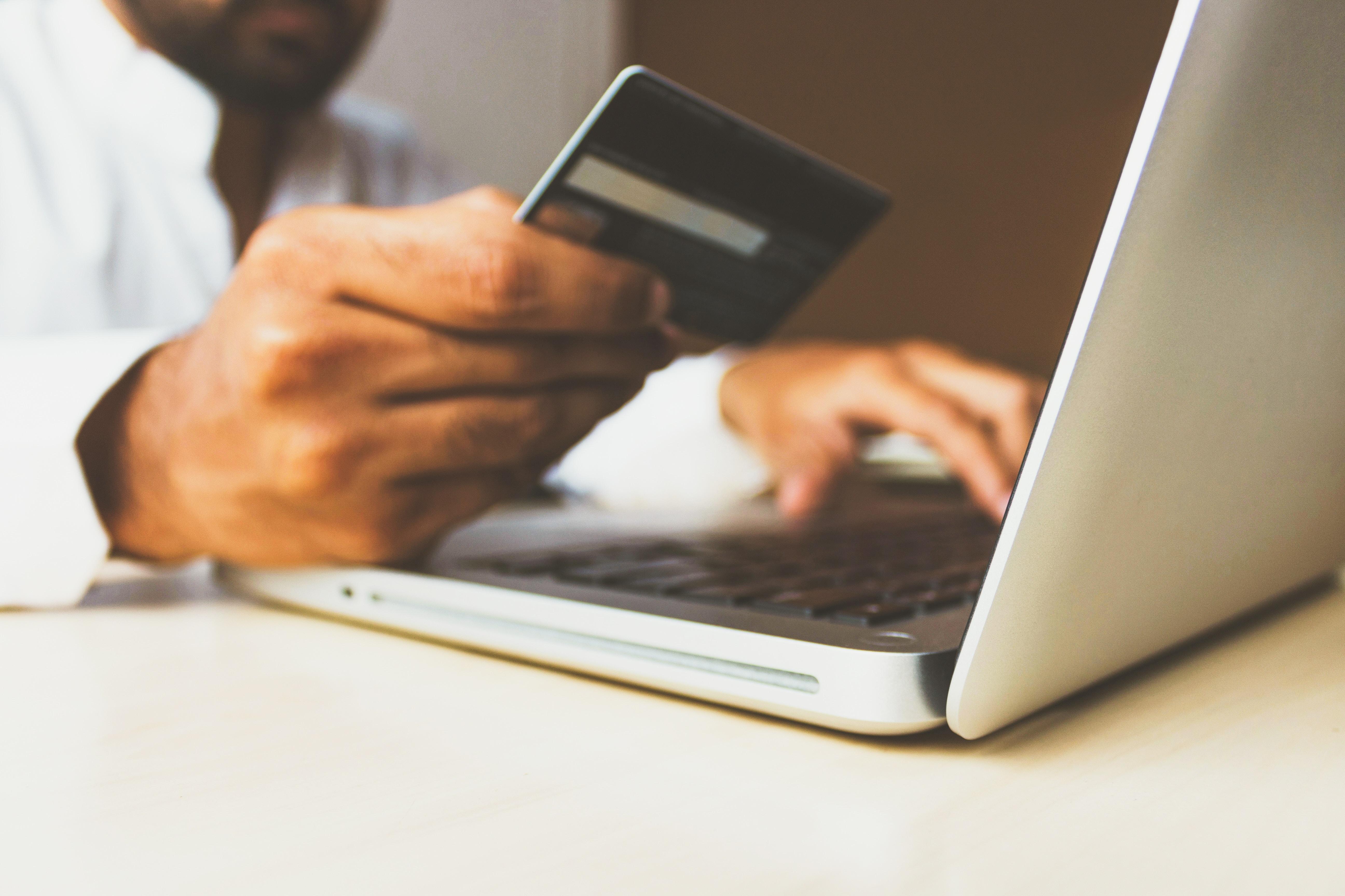 Consells en matèria de consum per comprar de manera segura a través d'internet